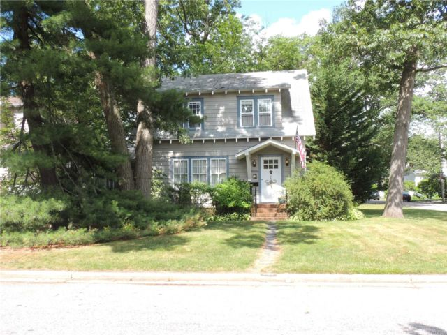 3 BR,  1.50 BTH  Colonial style home in Wantagh