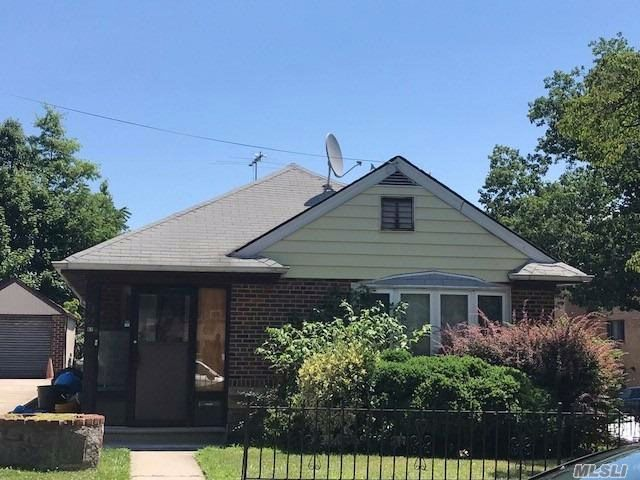4 BR,  2.00 BTH  Ranch style home in Flushing