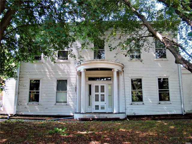 7 BR,  5.00 BTH  Hist style home in Greenport