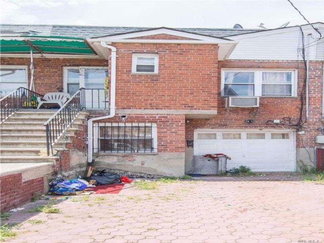 3 BR,  2.00 BTH  2 story style home in Flushing