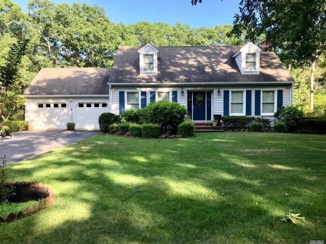 4 BR,  2.50 BTH  2 story style home in Eastport