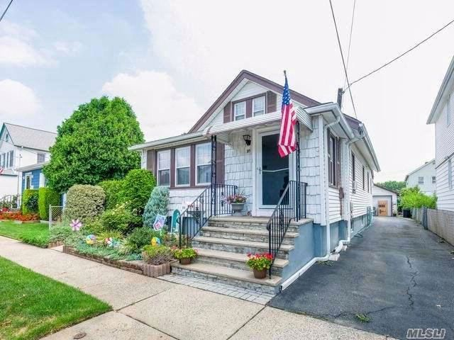 3 BR,  1.00 BTH Bungalow style home in Floral Park
