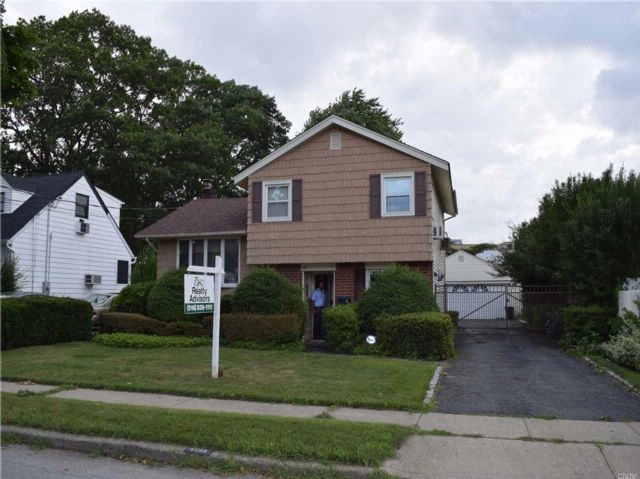 3 BR,  1.50 BTH  Split style home in East Meadow