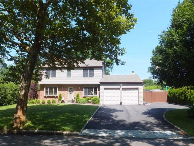3 BR,  3.50 BTH Colonial style home in Stony Brook