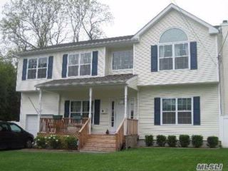 4 BR,  2.50 BTH Colonial style home in Wheatley Heights