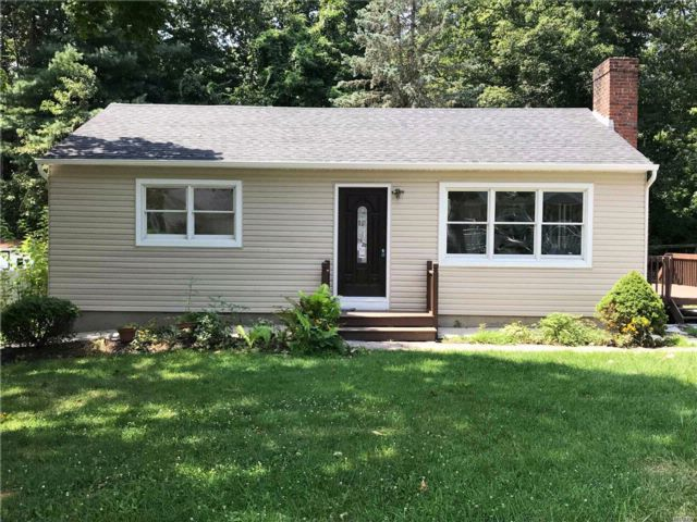 3 BR,  2.50 BTH  Ranch style home in Rocky Point