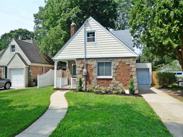4 BR,  2.00 BTH  2 story style home in North Baldwin
