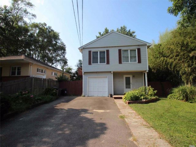 4 BR,  2.00 BTH Hi ranch style home in Huntington Station