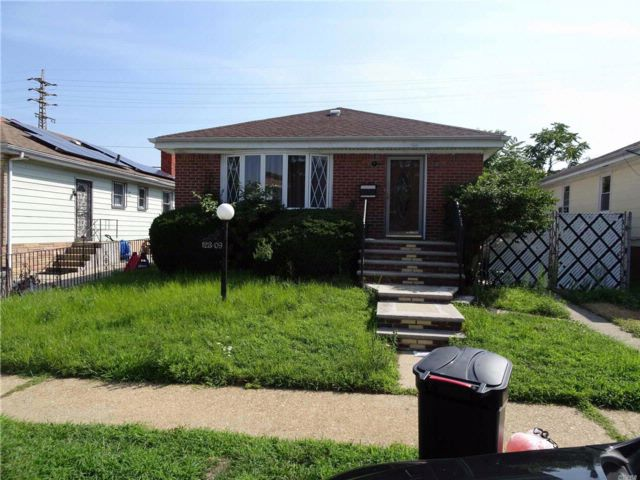 3 BR,  1.50 BTH Ranch style home in Jamaica