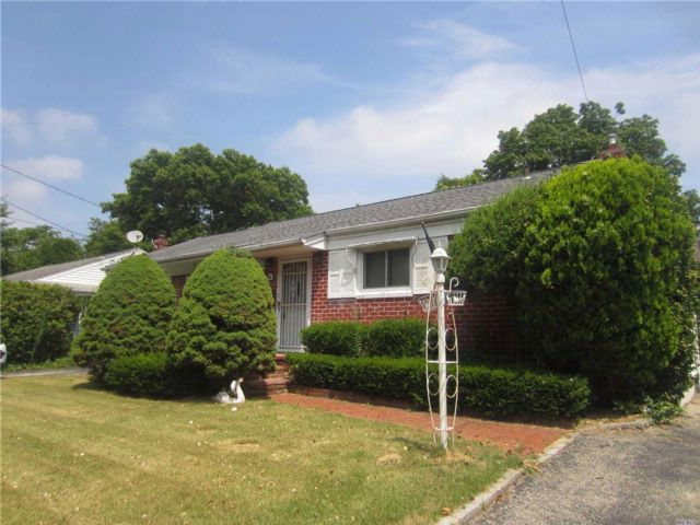 3 BR,  2.00 BTH Ranch style home in Huntington Station