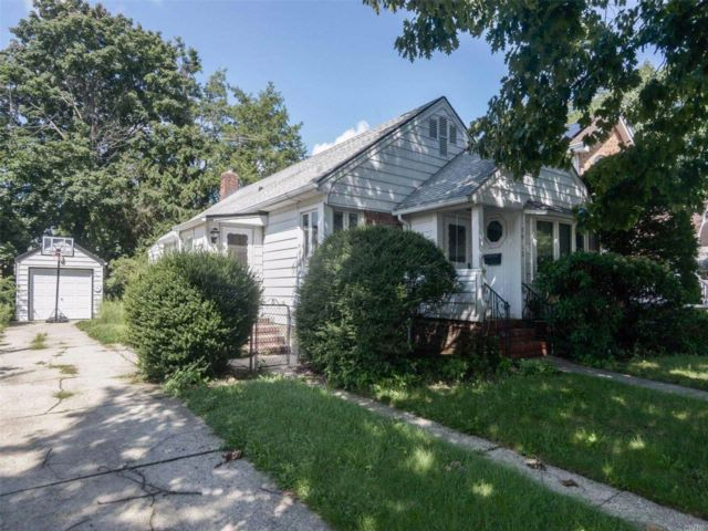 3 BR,  1.00 BTH Ranch style home in Floral Park