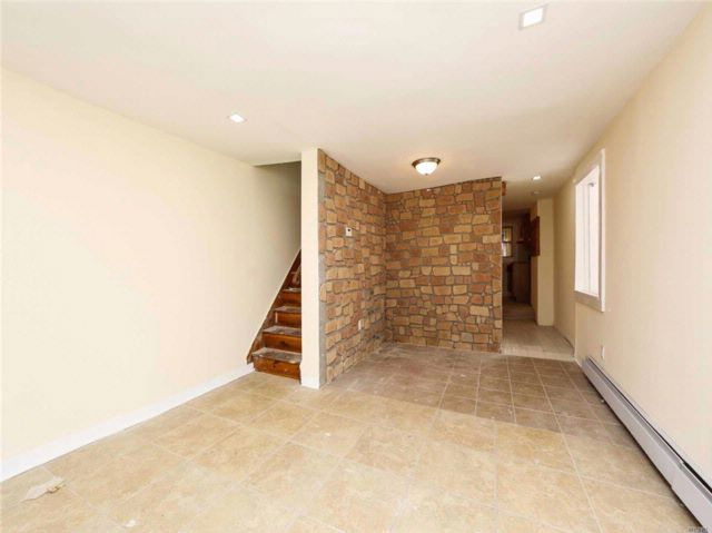 2 BR,  1.50 BTH Colonial style home in Corona