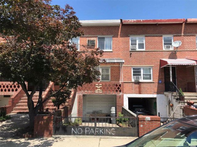 3 BR,  1.55 BTH Colonial style home in Flushing