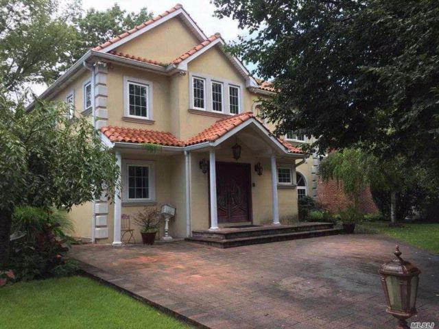 5 BR,  5.50 BTH  Colonial style home in New Hyde Park