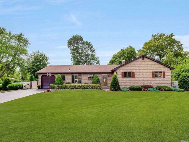 4 BR,  2.00 BTH Ranch style home in South Setauket