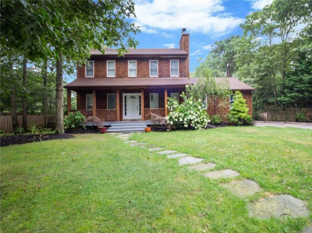 3 BR,  3.50 BTH Colonial style home in Hampton Bays