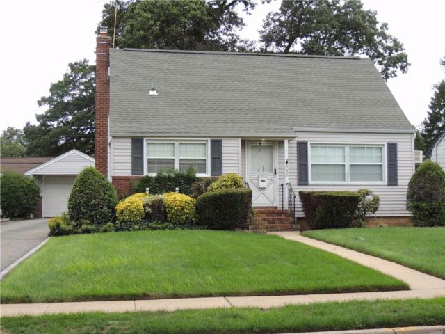 3 BR,  2.00 BTH Exp cape style home in Wantagh