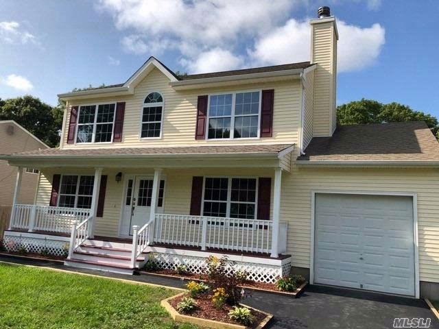 3 BR,  2.50 BTH Colonial style home in Centereach