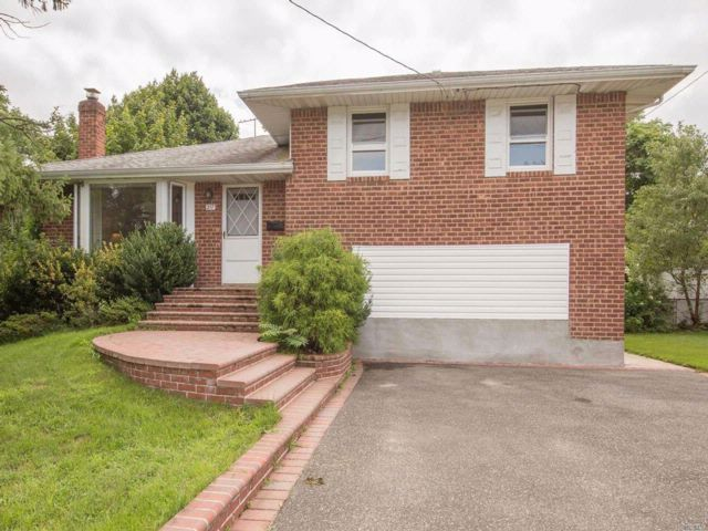 5 BR,  2.00 BTH  Split style home in Syosset