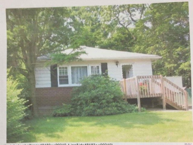3 BR,  1.00 BTH  Ranch style home in North Massapequa