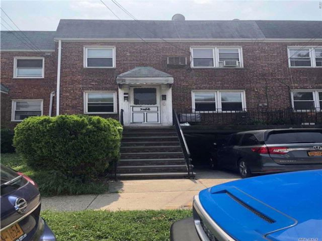 4 BR,  2.50 BTH 2 story style home in Bayside