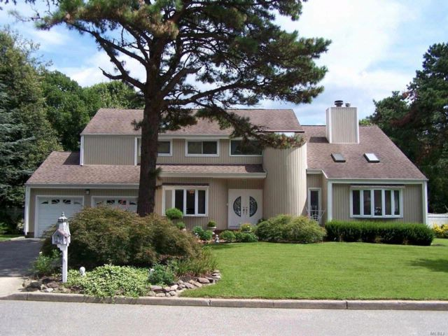 4 BR,  3.50 BTH  Contemporary style home in South Setauket