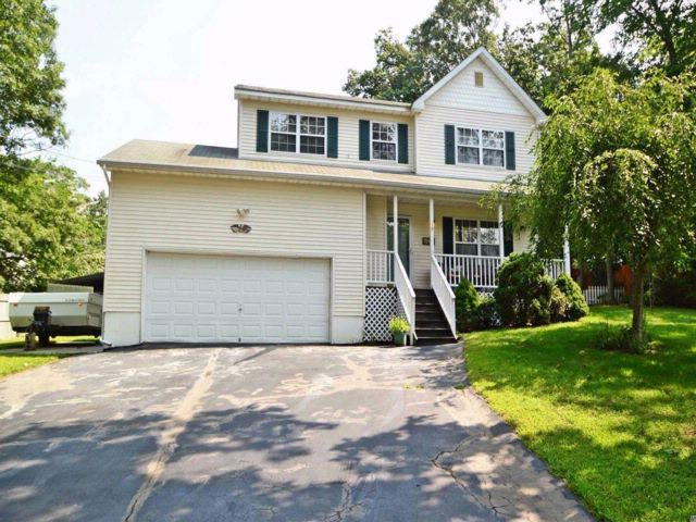 4 BR,  2.00 BTH  Colonial style home in Rocky Point