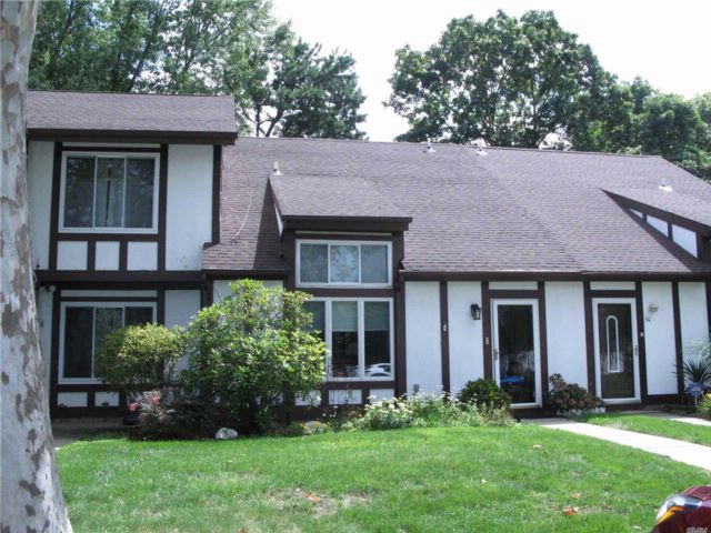 2 BR,  1.50 BTH Homeowner assoc style home in Middle Island