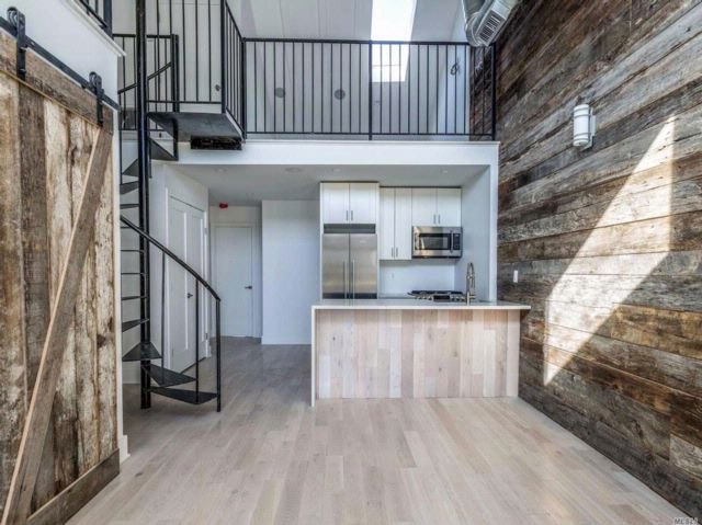 6 BR,  6.00 BTH  Townhouse style home in Long Island City