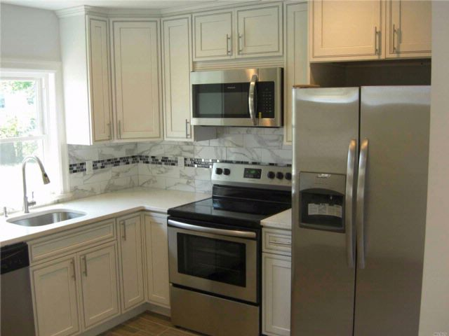 3 BR,  2.00 BTH Cape style home in Freeport