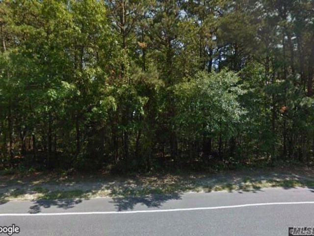 Lot <b>Size:</b> 120 X 150 Land style home in Mastic Beach