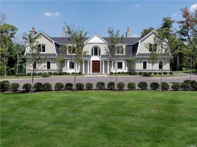 6 BR,  7.50 BTH Colonial style home in Old Westbury