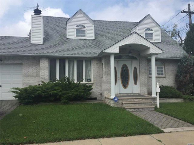 [Howard Beach Real Estate, listing number 3028024]