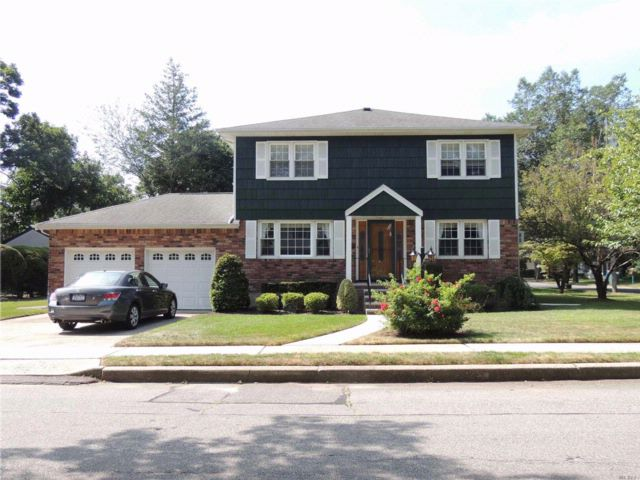 4 BR,  2.50 BTH  Colonial style home in Malverne