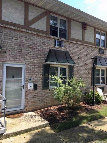 1 BR,  1.00 BTH Co-op style home in Holtsville