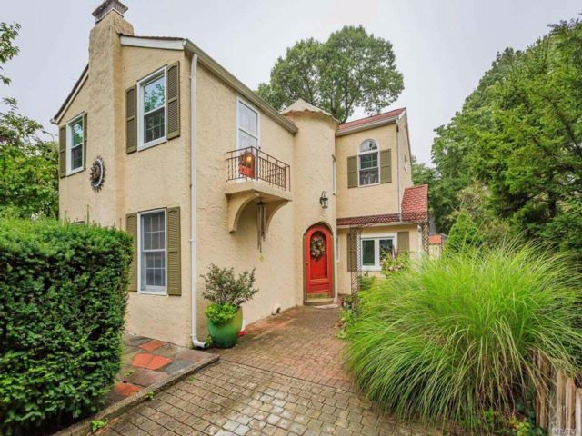 3 BR,  1.50 BTH Colonial style home in Centerport