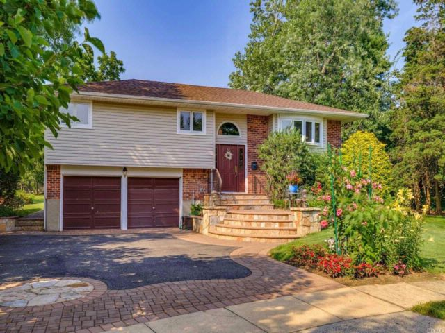 4 BR,  3.00 BTH Hi ranch style home in Jericho