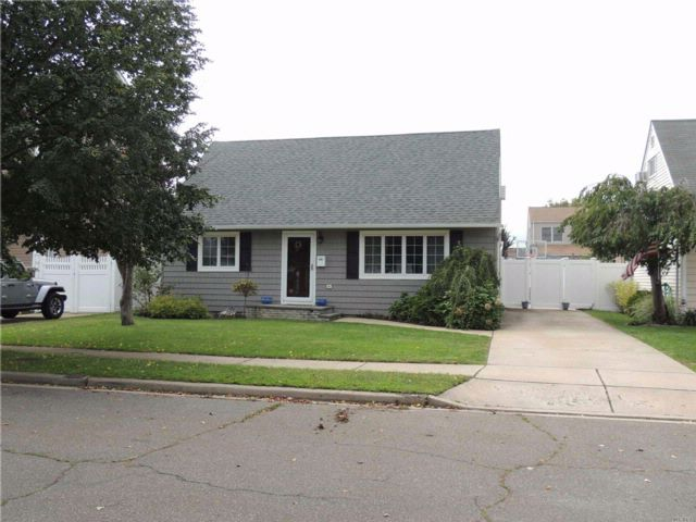 3 BR,  1.00 BTH  Cape style home in Wantagh