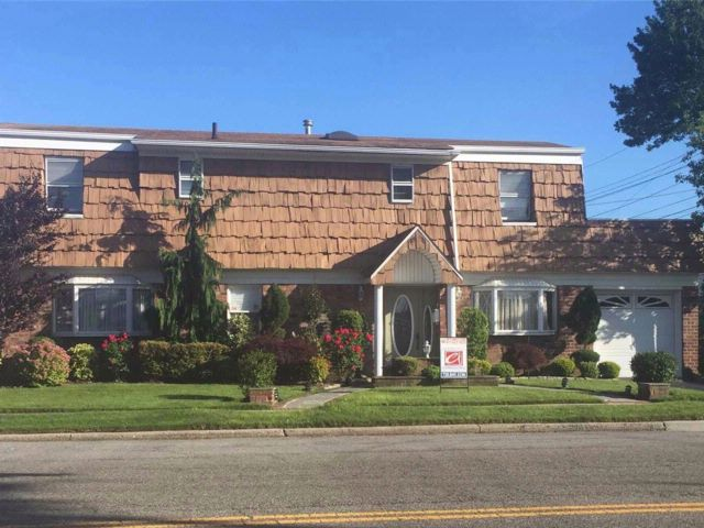 [Howard Beach Real Estate, listing number 3028948]