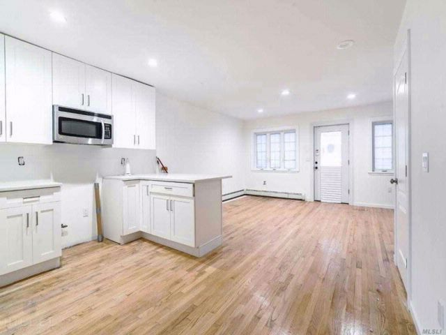 3 BR,  3.00 BTH 2 story style home in South Ozone Park