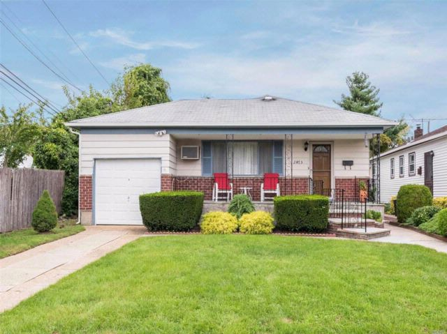 3 BR,  2.00 BTH Ranch style home in East Meadow