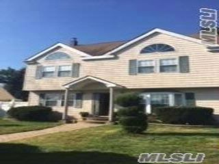 6 BR,  3.00 BTH  Contemporary style home in Uniondale