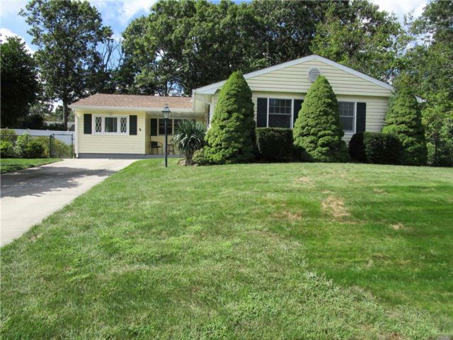 3 BR,  1.00 BTH  Ranch style home in Lake Ronkonkoma