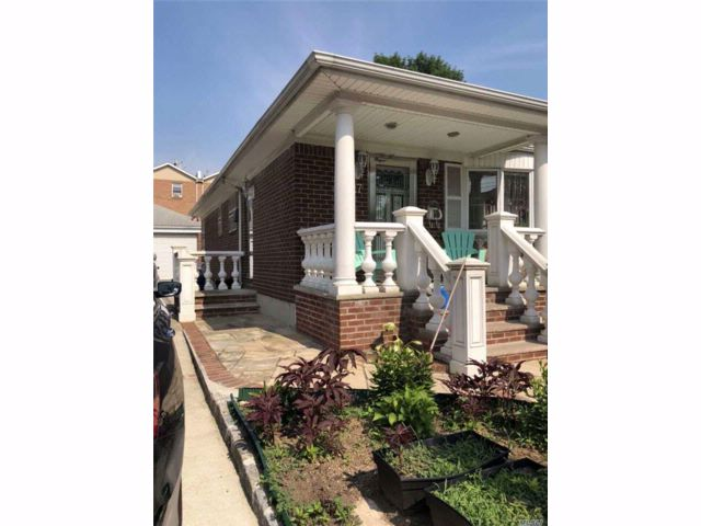 3 BR,  2.00 BTH Cape style home in College Point