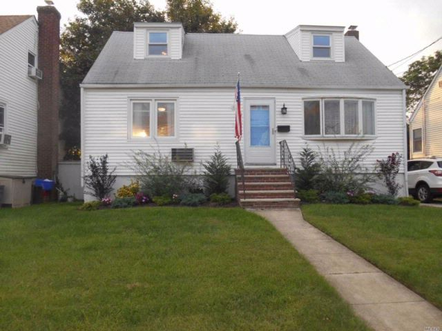 4 BR,  3.00 BTH  Cape style home in East Rockaway