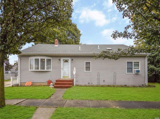 3 BR,  1.50 BTH  Ranch style home in Hicksville