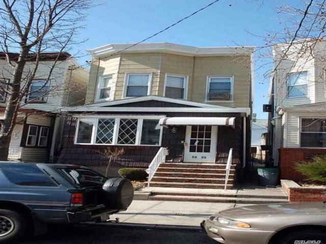 4 BR,  1.00 BTH Colonial style home in Woodhaven
