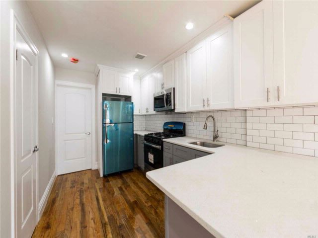 3 BR,  4.00 BTH Colonial style home in Queens Village