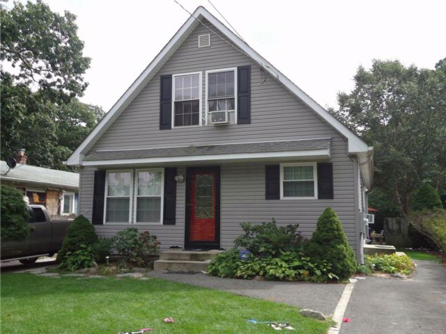 5 BR,  2.00 BTH Cape style home in Flanders