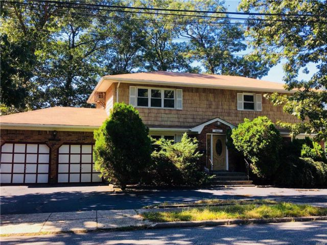 7 BR,  3.50 BTH  Duplex style home in Syosset